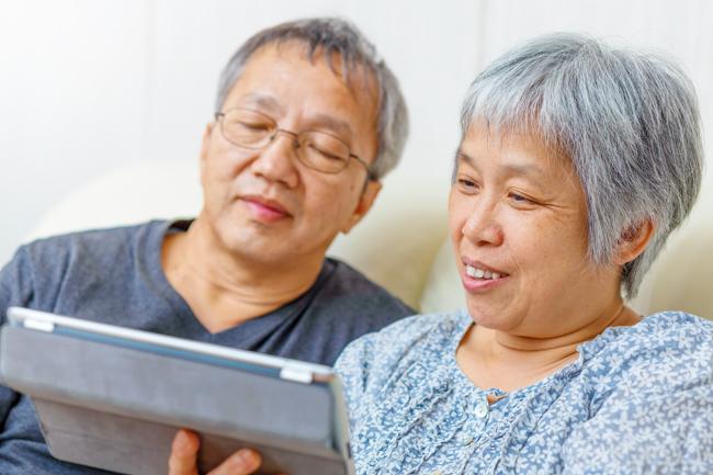 elderly_Asian_couple_ss_150580088